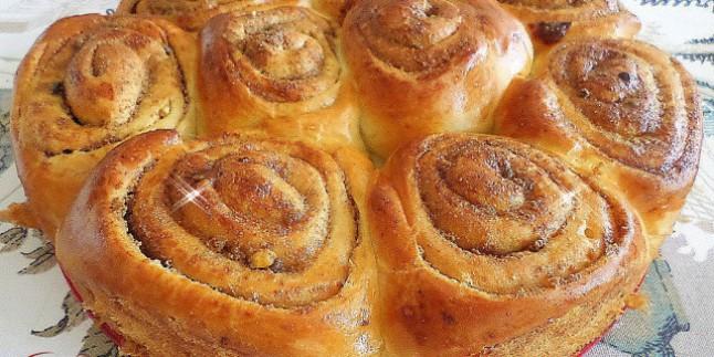 Kek Kalıbında Haşhaşlı Rulo Çörek