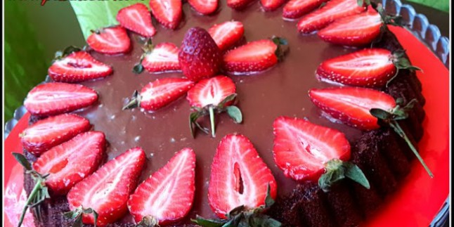 Çilekli Çikolatalı Yumuşak Kek